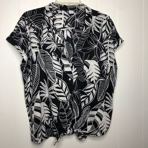 NWT Old Navy tie-hem resort shirt. Size large.